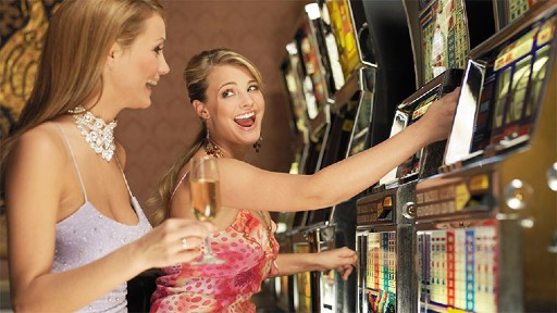 オンラインカジノになって進化したスロットマシン